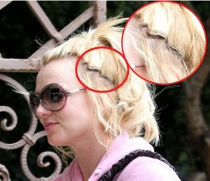 Britney Spears' Hair Extensions Showing